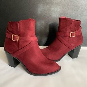 TOP MODA Burgundy Suede Ankle Boots!
